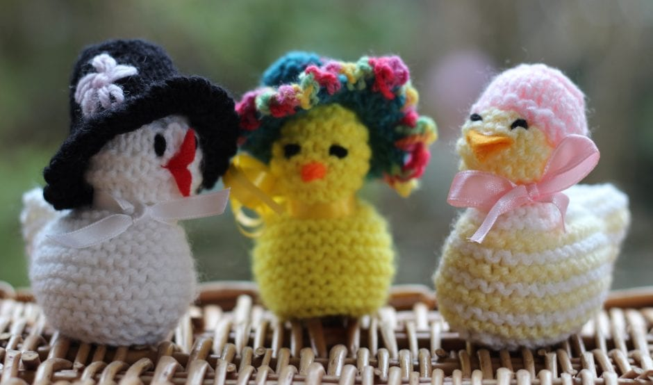 Knitted chicks in hats